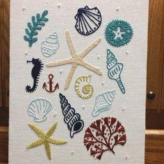 本に載ってるお手本と、写す図案に少々の違いがある時、どちらを優先するか一瞬迷う。 今回は アメーバ(と私は思ってる)に発見。 真ん中のチョボ。 …ありで。 #刺繍 #刺しゅう #砂場と貝殻 #樋口愉美子のステッチ12か月 #樋口愉美子 #刺繍パネル #embroidery #yumikohiguchi #handmade #おかんの刺繍