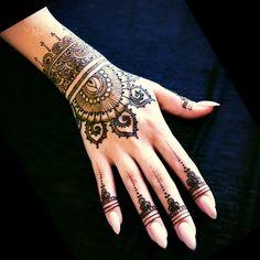 Mahndi henna