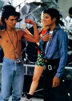 michael jackson in china 1980 Michael Jackson Bad Era, Mike Jackson, Jackson Family, Lea Michele, Mj Bad, Jackson Music, Gold Pants, King Of My Heart, Pop