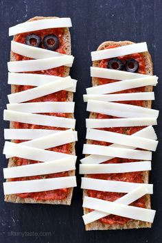 French Bread Pizza Ghosts – perfect EASY recipe for your Halloween Party, just 4 ingredients and 15 minutes to make! from /skinnytaste/ Halloween Pizza, Halloween Treats, Halloween Fun, Terrifying Halloween, Fall Recipes, Holiday Recipes, Spicy Fried Chicken, French Bread Pizza, Cooking Challenge