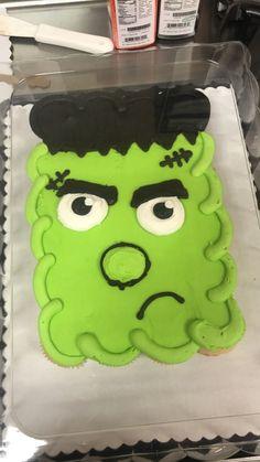 Halloween Candy Crafts, Halloween Desserts, Halloween Food For Party, Halloween Cakes, Halloween Treats, Halloween Baking, Giant Cupcakes, Fun Cupcakes, Ladybug Cupcakes