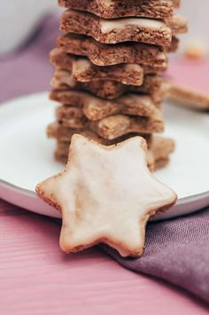 vegan cinnamon star recipe, perfect for Christmas - Healthy Recipes - Clean Food & Life Healthy Christmas Recipes, Vegan Christmas, Christmas Christmas, Delicious Vegan Recipes, Gluten Free Recipes, Healthy Recipes, Clean Recipes, Sweet Recipes, Sweet Bread Meat