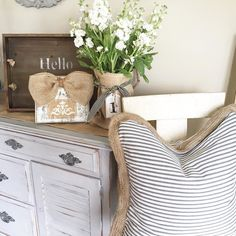 Hi friends!! Have you shared your pillows today for #ThursdayThrowPillows I found this awesome pillow at Homegoods!! i was tagged by some sweet friends @robyns_frenchnest and @all_honeydesign to share some tags that I played so I'm just saying hi!! How cute is this frame from my friend Leslie @saltysalvage I just love it! She does a beautiful job!! So please go show her some love!! #ThursdayThrowPillows #freshflowers please tap photo for where items were purchased #custommade #frame #pillows…