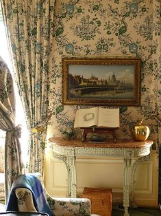 Henri Samuel.  The Paris apartment of Susan Gutfreund.