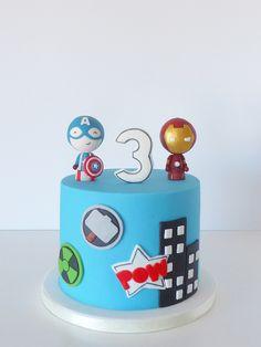POW! Quem disse que não era possível ter um bolo giro quando os filhotes escolhem estes temas mais... heróicos? :D   POW! There you go! W...
