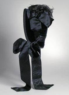 Capote Mourning Bonnet: ca. 1885, American, silk velvet.