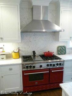 LOVE the red stove/oven! (Hometalk.com)