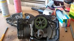 Briggs and Stratton Engine Disassembly Part 2 of 2