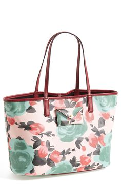 Crushing on this floral Marc Jacobs tote.