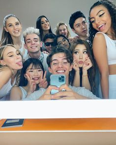 Now United 2020 Boy And Girl Best Friends, Cute Friends, Best Friend Photos, Best Friend Goals, Love Now, My Love, Squad Photos, Maria Clara, Group Pictures