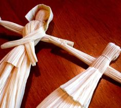 Corn Husk Dolls-Ours have never turned out like this, maybe this will help with this autumns!