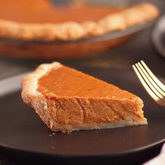 The BEST Homemade Pumpkin Pie Recipe you will find! This Pumpkin pie from scratch can be made with homemade pumpkin puree or canned pumpkin. Pumpkin Pie Recipe With Condensed Milk, Pumpkin Pie Can Recipe, Evaporated Milk Recipes, Fresh Pumpkin Pie, Pumpkin Pie From Scratch, Perfect Pumpkin Pie, Easy Pumpkin Pie, Homemade Pumpkin Pie, Pumpkin Dessert