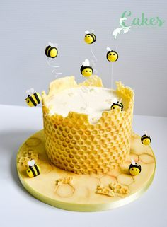 Honey comb with modeling chocolate on clean bubble wrap - frosti . - Honey comb with modeling chocolate on clean bubble wrap – frosting – - Bee Cakes, Fondant Cakes, Cupcake Cakes, Fondant Figures, Fondant Bow, Fondant Flowers, Fondant Cake Designs, Marshmallow Fondant, Sugar Flowers