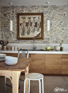gorgeous stone wall, love the wood cabinets and modern pendants, cocina, muebles de madera, encimera blanca y pared de piedra Decor, New Kitchen, Top Kitchen Trends, Rustic Kitchen, Kitchen Remodel, Interior, Wood Cabinets, Kitchen Interior, Kitchen Inspirations