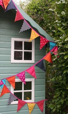 more bunting. because bunting is good Make Bunting, Fabric Bunting, Bunting Garland, Bunting Ideas, Diy Garden Bunting, Bunting Flags, Pennant Banners, Belle E Boo, Sewing Projects