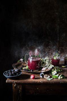 Cocktail con prosecco, more e menta- Blackberry prosecco and mint cocktail - Frames of sugar-Fotogrammi di zucchero