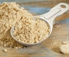 Here are the 7 top maca root health benefits. Maca root, an ancient Peruvian root crop, is gaining popularity as a vegan supplement and vegan superfood. Energie Smoothies, Maca Pulver, Maca Root Powder, Cacao Powder, La Constipation, Nutrition, Natural Energy, Smoothie Recipes, Health Benefits
