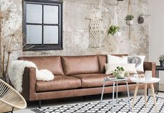 Coffee and sofa Table Sets . Coffee and sofa Table Sets . New Living Room, Home And Living, Living Spaces, Industrial Living, Industrial Interiors, Living Room Inspiration, Interior Inspiration, Sofa Cognac, Distressed Walls