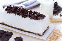 Il semifreddo al tiramisù è un dessert raffinato ed elegante preparato con caffè savoiardi e meringa all'italiana.