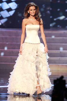 Nuestros vestidos de noche favoritos en Miss Universo 2012: Miss Hungría.