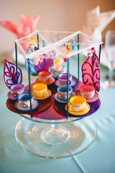 My mom and her friend helen's amazing mad tea cups centerpiece. Disney World Birthday, Disneyland Birthday, Disneyland Rides, Disney Rides, Girl Birthday, Beau Film, Disney Inspired Wedding, Film Disney, Disney Crafts