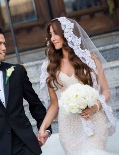 Mantilla + Old-Hollywood Waves | Bridal hair and veil inspiration