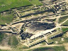 Segóbriga: teatro romano. Construido en época julio-claudia, e inaugurado durante la dinastía Flavia en torno al 78 d.C.