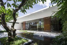 mia design studio - MIA Design Studio, a Vietnamese architecture firm, designed a house in Vung Tau, a small Vietnamese city, with an attractive foundation. Studios Architecture, Residential Architecture, Interior Architecture, Interior And Exterior, Interior Design, Futuristisches Design, Design Studio, Studio 21, Studio Floor Plans