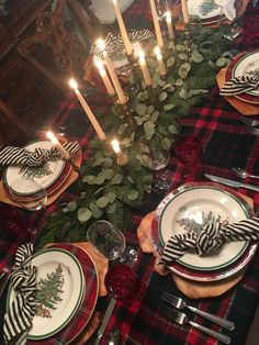 80 Hottest Christmas Table Decorating Ideas For You ~ IRMA 80 Hottest Christmas table decoration ideas for you ~ IRMA Spode Christmas Tree, Christmas Dishes, Christmas Tablescapes, Holiday Tables, Country Christmas, Simple Christmas, Beautiful Christmas, Christmas Home, Christmas Holidays