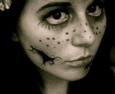 Halloween Make Up Tutorial: Horror Dolly