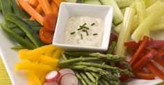 Low Calorie Perfection Sour Cream and Gorgonzola Cheese Dip with Crudites Gorgonzola Cheese, Tasty Bites, Ranch Dressing, Healthy Options, Vinaigrette, Sour Cream, Green Beans, Healthy Snacks, Appetizers