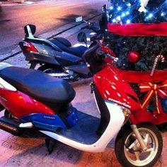 Da série ONDE TEM UMA TEM DUAS (ou mais) de final de Natal #use_scooter #scooter #scooterista #paz_no_transito #onde_tem_1_tem_2
