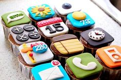 You got your technology in my cupcakes! No, you got YOUR cupcakes in my technology! Either way, I like where this is going. I& eat the notes app first. Cookies Cupcake, Cupcake Cakes, Cupcake Art, Fondant Cupcakes, Mini Cakes, Sugar Cookies, Yummy Treats, Sweet Treats, Yummy Food