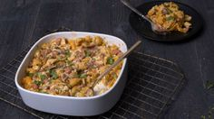 Cook up Knorr's delicious Chipotle Mac & Cheese recipe made with pinto beans, diced ham, buttery crumbs, and Knorr® Menu Flavors Pasta Sides™ Cheddar Chipotle. Ham Mac And Cheese, Mac Cheese Recipes, Macaroni Cheese, Veggie Recipes, Veggie Meals, Pasta Sides, Ham And Beans, Baked Mac, Chipotle