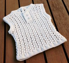 A simple but cute baby vest with an eyelet rib pattern.