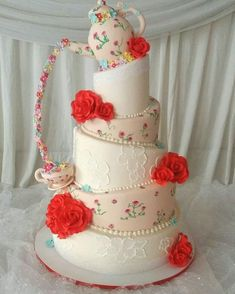 Topsy turvy cake https://www.facebook.com/macaron.pasteleriafina/