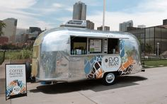 Check out 20 of the coolest RV food trucks. These trucks are constructed from vintage trailers, brand new motorhomes, and gently used RVs. Vintage Airstream, Vintage Caravans, Vintage Travel Trailers, Food Truck Design, Food Design, Food Trucks, Glamping, Mobile Cafe, Ro Mobile