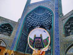 Sewwanderlust en la puerta de mezquita en Isfahan, Irán