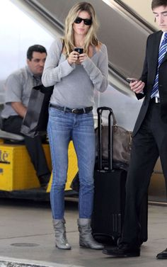 Airport Style: Gisele Bundchen keeps it simple in skinny jeans and a simple grey top (we just would have chosen different shoes).