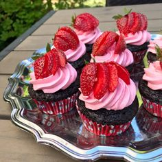 Strawberry Sheet Cakes, Strawberry Frosting, Strawberry Cupcakes, Sweet Desserts, Sweet Recipes, Cake Recipes, Sweets Cake, Thanksgiving Desserts, Cake Toppings