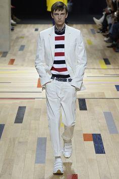 Dior apresenta nova coleção com inspiração náutica e listras - GQ | Desfiles