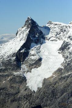 Jotunheimen #Jotunheimen #Norgesarkivet Mount Everest, Mountains, Nature, Travel, Naturaleza, Viajes, Destinations, Traveling, Trips
