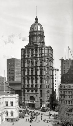 New York World Building. Built in 1890 it was the tallest in Manhattan for five years. Demolished in 1955 to make way for a Brooklyn Bridge on-ramp. Unusual Buildings, Interesting Buildings, Abandoned Buildings, Revival Architecture, Architecture Old, Historical Architecture, New York City Buildings, Building An Empire, Star Fort