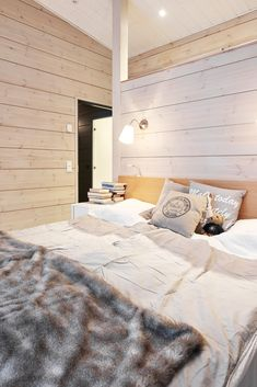 Realise a healthy and ecological Scandinavian style house with solid wood. Get inspired by contemporary designs and plan your dream home! Prefab Homes, Log Homes, Contemporary Cabin, Inside A House, Log Home Interiors, Modern Architecture House, Pavilion Architecture, Sustainable Architecture, Residential Architecture