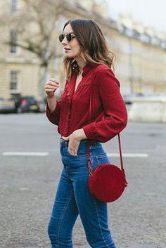 Bolsa redonda vermelha. Como aproveitar a Black Friday para ficar Na Moda