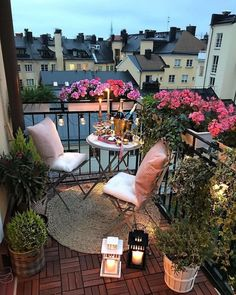 36 Fantastische kleine Balkon-Garten-Ideen rosanna marinaro Best Picture For Balcony Garden railing For Your Taste You are looking for something, and Small Balcony Design, Small Balcony Garden, Small Balcony Decor, Outdoor Balcony, Small Patio, Balcony Ideas, Balcony Flowers, Small Balconies, Balcony Gardening