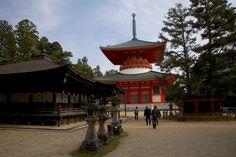 Koyasan, the center of Shingon Buddhism di Jean-Marie Hullot
