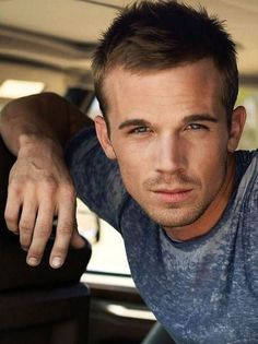 Cam Gigandet, who ever doesn't find him attractive has no taste in guys what's so ever ! He's gorgeous !