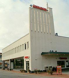 Hesburger Turun linja-autoasemalla (Jägerroos 1940). Rakennus valmistui alunperin Esson piirikonttoriksi ja huoltamoksi