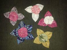 Broches de flores de pachwork.